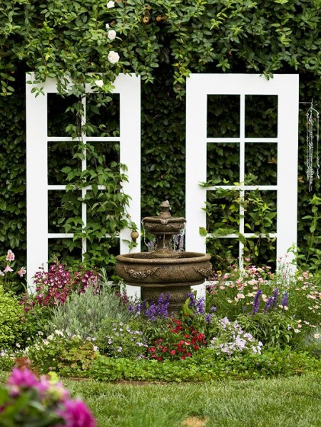 Poze Gradina de flori - O usa veche, un decor inedit pentru gradina