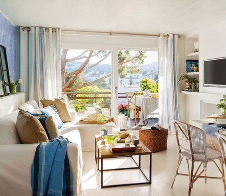 Poze Living - Alb si albastru in livingul unei case de vacanta la mare
