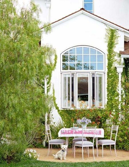 Poze Terasa - O terasa mica decorata vintage