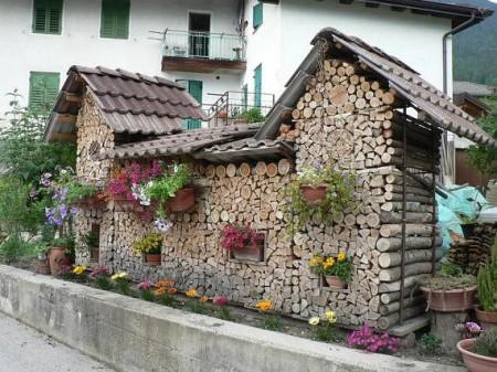 Poze Haioase - Un mod decorativ de depozitare a lemnelor pentru foc