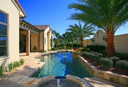 Poze Piscina - Piscina, nelipsita de langa o casa in stil mediteranean