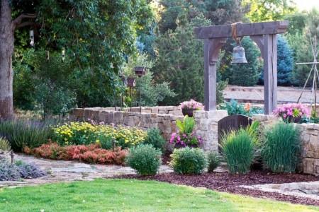 Poze Gradina de flori - Imprejmuire decorativa din piatra