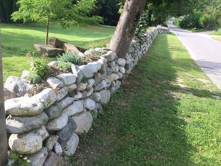 Poze Garduri si porti - detaliu-gard-piatra-hanul-vatra.jpg
