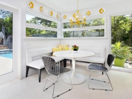 Poze Sufragerie - Galbenul insufleteste un decor dominat de combinatia alb-negru