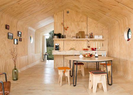 Poze Sufragerie - Dining modern intr-o casa modulara din carton
