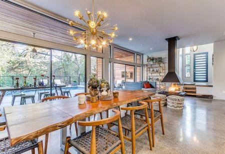Poze Sufragerie - Amenajare minimalista a diningului, cu accente rustice si industriale