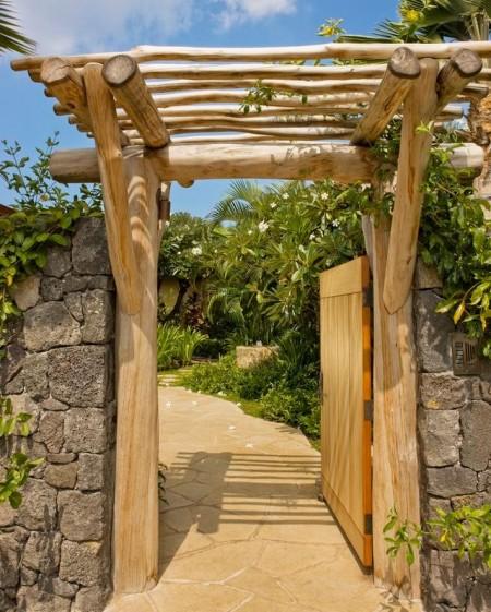 Poze Garduri si porti - Poarta din lemn si gard din piatra naturala