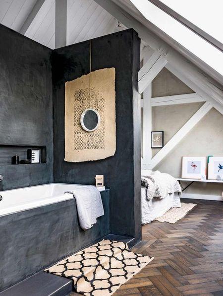 Poze Dormitor - Podul casei poate fi transformat intr-un spatiu pe cat de util pe atat de spectaculos, cum este cazul acestui dormitor matrimonial cu baie atasata
