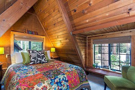 Poze Dormitor - Dormitor matrimonial la etajul unei case din lemn