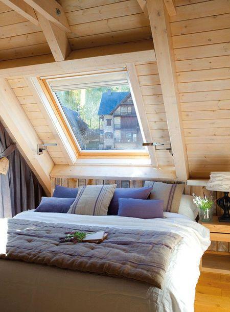 Poze Dormitor - Ferestrele de mansarda pot transforma un pod intunecos intr-un dormitorl scaldat in lumina naturala