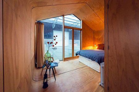 Poze Dormitor - Dormitor modern intr-o casa din carton