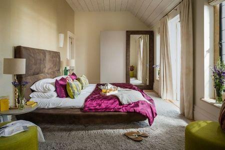 Poze Dormitor - Patul matrimonial tapitat cu piele de caprioara