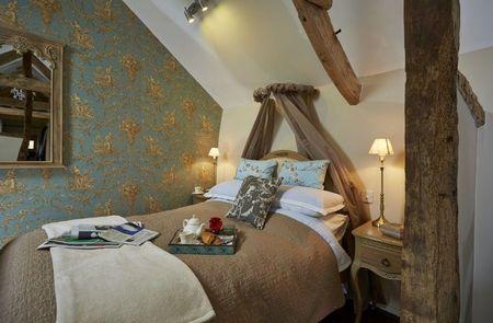 Poze Dormitor - Amenajarea unui dormitor romantic la mansarda