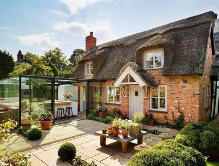 Poze Fatade - Extensie din sticla ultramoderna la o casa traditionala englezeasca