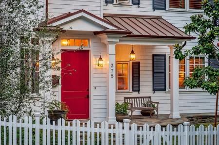 Poze Fatade - Cat de bine poate sa arate o casa si un gard din lemn vopsite in alb
