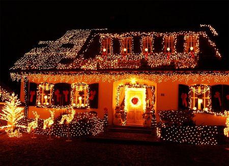 Poze Decoratiuni Craciun - exterior-casa-impodobita-craciun.jpg