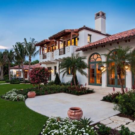 Poze Fatade - Armonie cromatica perfecta intre fatada casei si amenajarea exterioara