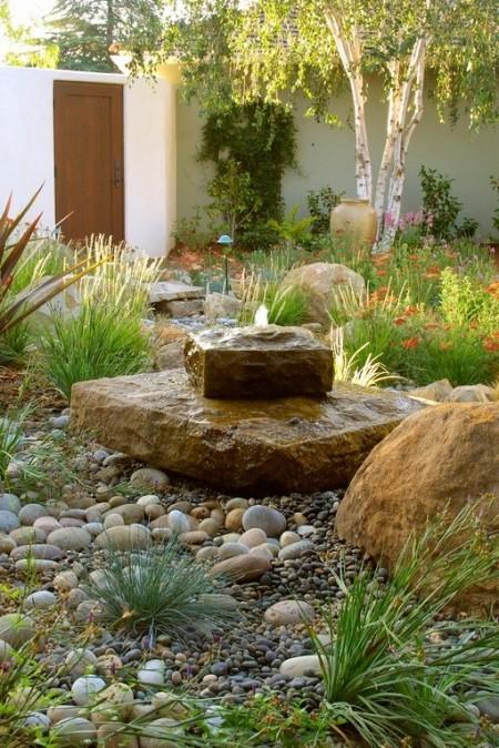 Poze Gradina de flori - Fantana arteziana minimalista in blocuri masive din piatra naturala