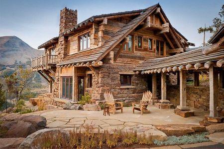 Poze Fatade - Cabana montana construita din blocuri de piatra si lemn masiv