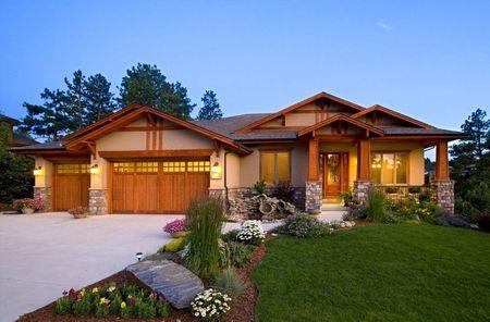 Poze Fatade - Piatra si lemnul decoreaza aceasta casa contemporana