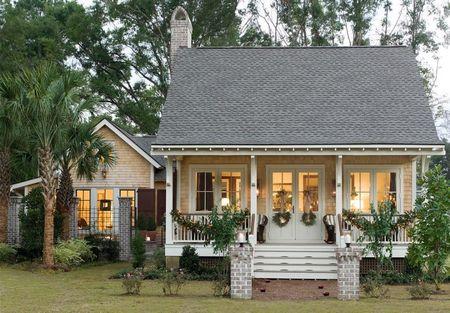 Poze Fatade - Casa cu pridvor din lemn