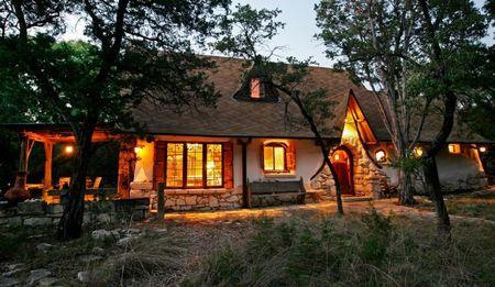 Poze Fatade - O foarte atragatoare casa naturala realizata din lut