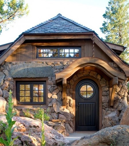 Poze Fatade - Detaliu fatada casa rustica din piatra