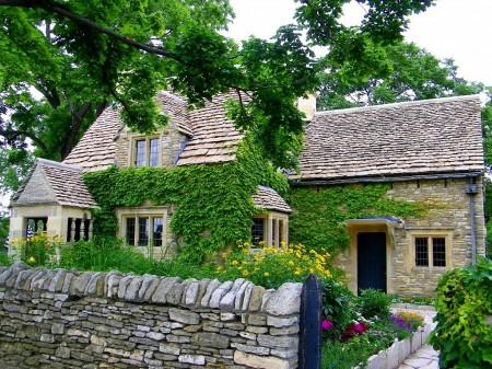 Poze Fatade - Casa stil cottage cu fatada din piatra de calcar