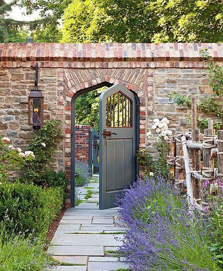 Poze Garduri si porti - gard-gradina-piatra-caramida.jpg