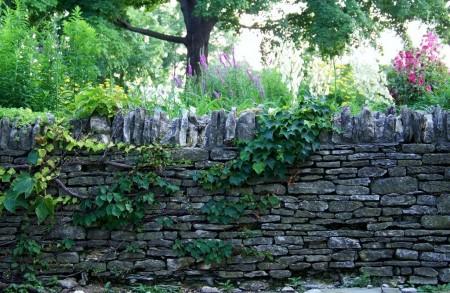 Poze Garduri si porti - Gard rustic din piatra de calcar