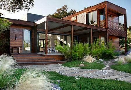 Poze Fatade - Casa moderna din lemn