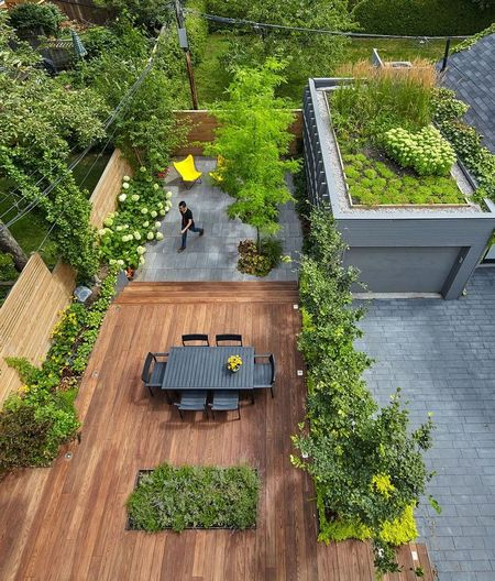 Poze Gradina de flori - Pe acoperisul garajului a fost amenajata o frumoasa gradina