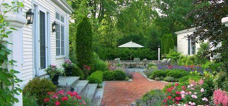 Poze Gradina de flori - O amenajare exterioara clasica plina de farmec si culoare