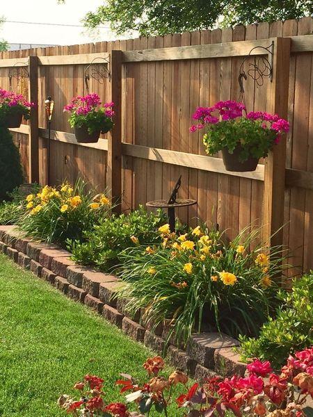 Poze Garduri si porti - gradina-gard-lemn.jpg