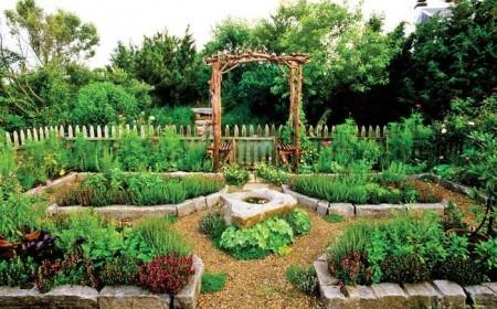 Poze Gradina legume - O gradina de legume rustica ce imita gradinile decorative clasice