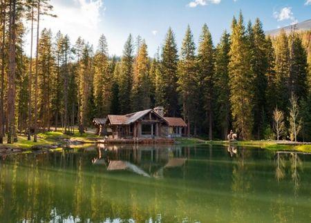 Poze Case lemn - Casa de vacanta din lemn intr-un decor natural superb