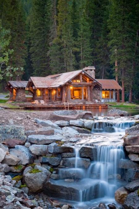 Poze Case lemn - Casa rustica intr-un decor sublim