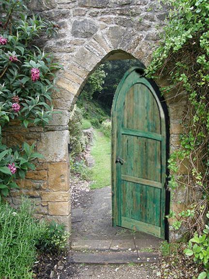 Poze Garduri si porti - Poarta din lemn antichizata