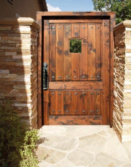 Poze Garduri si porti - Poarta eleganta din lemn masiv si gard placat cu piatra decorativa