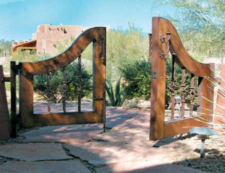 Poze Garduri si porti - Poarta pentru acces auto din lemn masiv si fier forjat lucrat manual