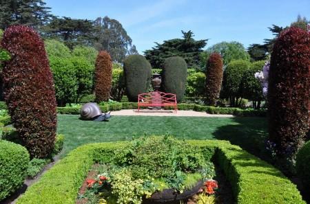 Poze Gradina de flori - Simetria este esentiala in amenajarea unei gradini clasice