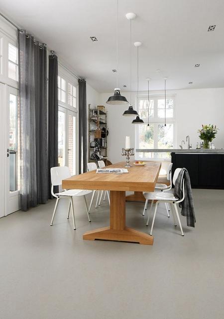 Poze Sufragerie - Sufragerie aerisita si luminoasa cu pardoseala acoperita cu marmoleum