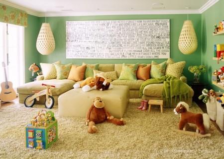 Poze Copii si tineret - Covorul moale si pufos, locul preferat de joaca al copiilor