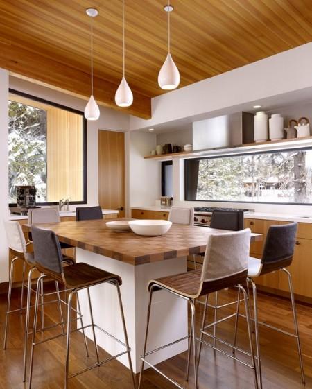 Poze Bucatarie - Bucatarie moderna intr-o casa de vacanta din lemn