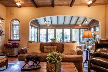 Poze Living - Casa veche la tara in stilul traditional