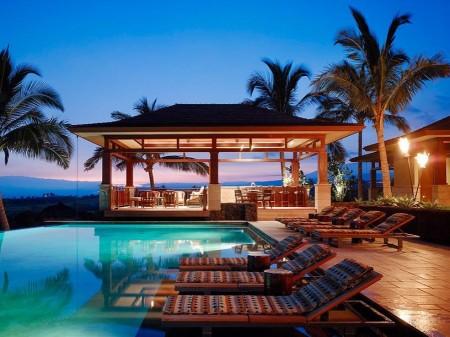 Poze Piscina - Piscina intr-un decor tropical
