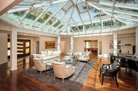 Poze Living - Living room spectaculos cu acoperisul din sticla