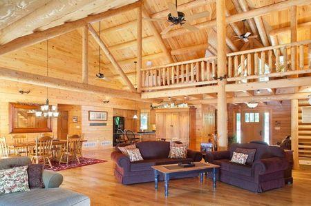 Poze Case lemn - Zona de zi intr-o casa din lemn