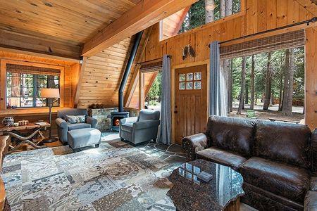 Poze Living - living-casa-lemn-forma-a-1.jpg