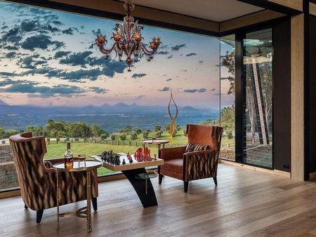 Poze Living - Living luxos intr-o casa la tara